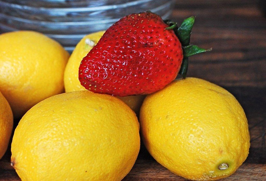 Лимон и клубника